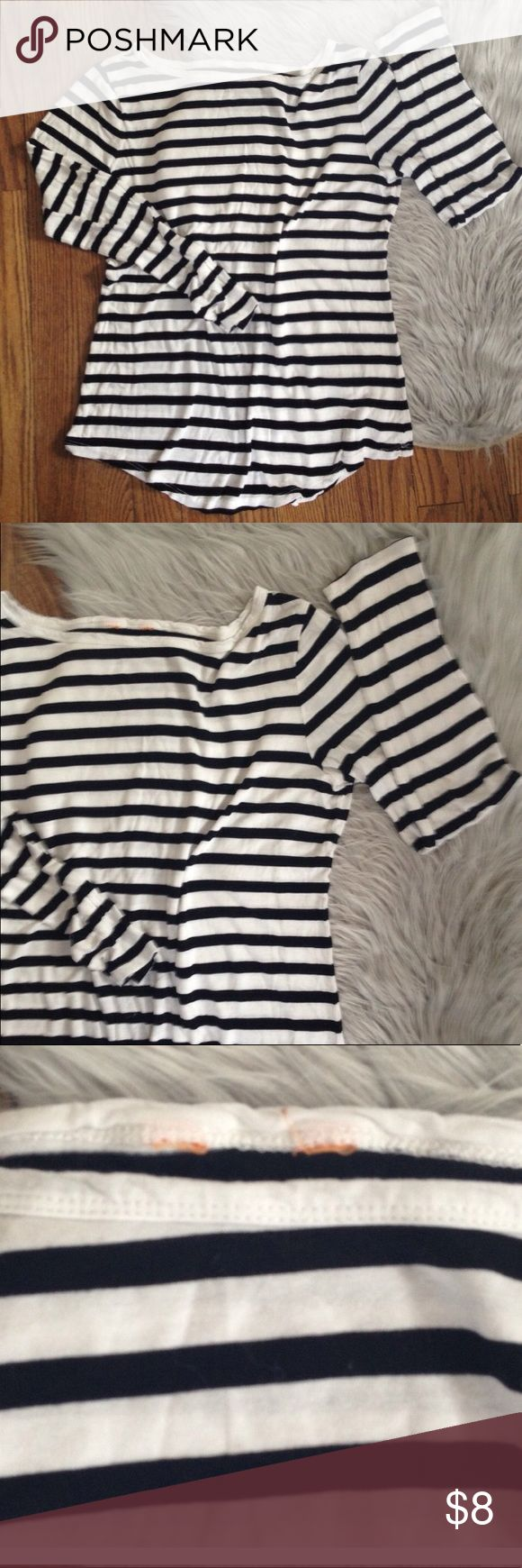Joe Fresh long sleeve shirt top Medium Excellent used condition. Worn a handful of times (removed size tag because it was itchy). Basic long sleeve shirt. Color: black and white. Size: Medium. Brand: Joe Fresh. No trades. Free gift with any purchase & 15% off all bundles Joe Fresh Tops Tees - Long Sleeve