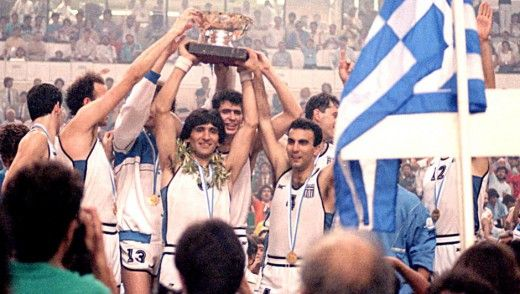 Εμείς στη Θεσσαλονίκη είχαμε αφίσες του Πάοκ και του Άρη. Η υπόλοιπη Ελλάδα είχε της Εθνικής που θριάμβευσε στο Γιουρομπάσκετ το 1987.