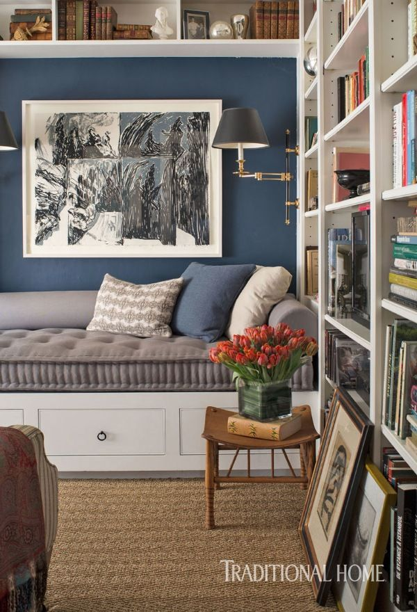 A custom daybed with a tufted mattress can prove irresistible to those who love to indulge in a good read. - Photo: John Bessler / Design: Matthew Patrick Smyth