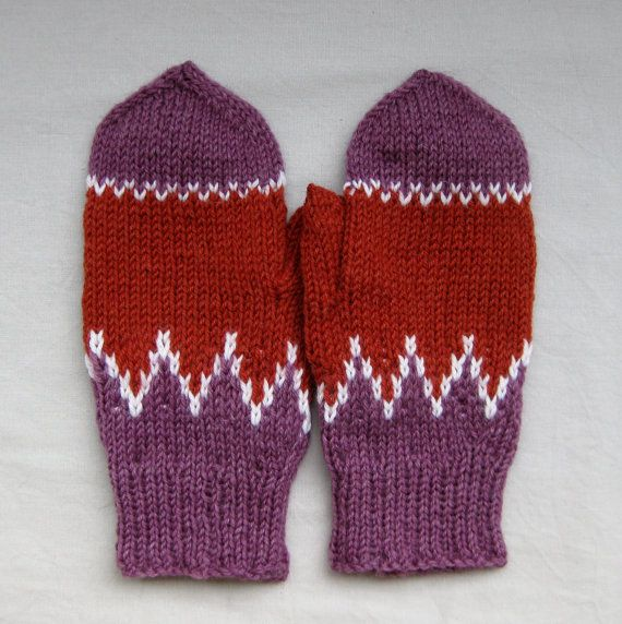 Mittens in purple and terracotta with white details by SaijaSkills, €17.00