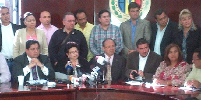 NUESTROS DIPUTADOS EN HORA BUENA RECLAMANDO EL DERECHO CONSTITUCIONAL , ARTICULO 231 DE NUESTRA CONSTITUCION