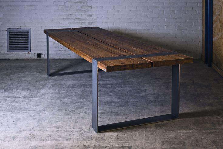 Een tafel met een industriële moderne en warme uitstraling. Bank Eettafel Koffietafel Muurtafel Bartafel