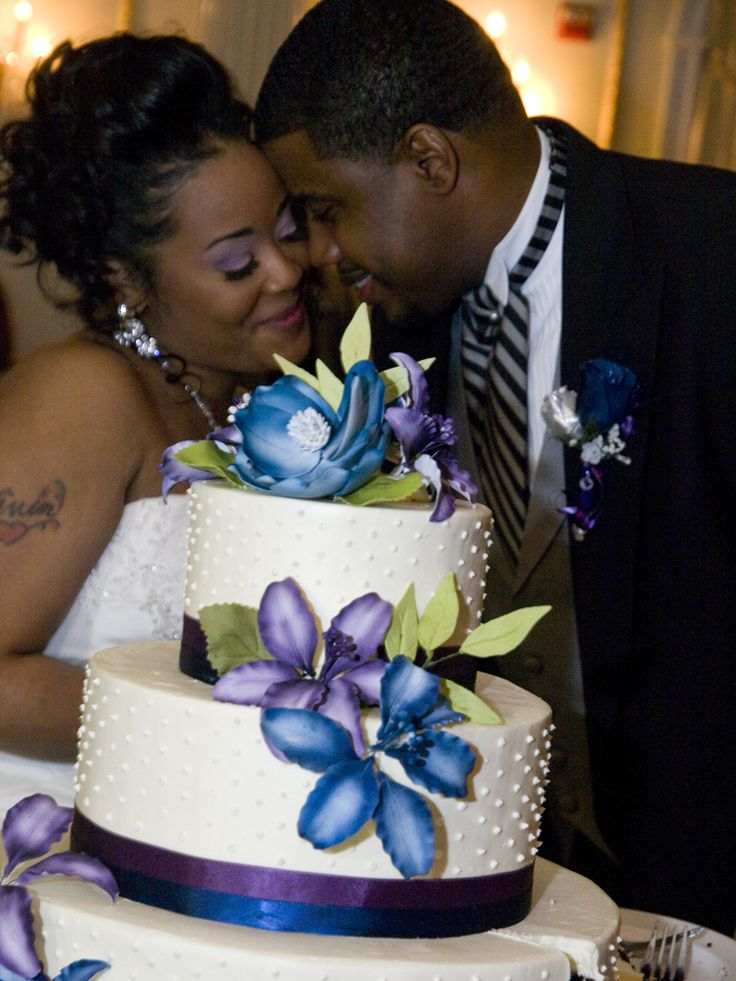 wedding-photographer-philadelphia-bride-groom-african-american-cake-blue.jpg