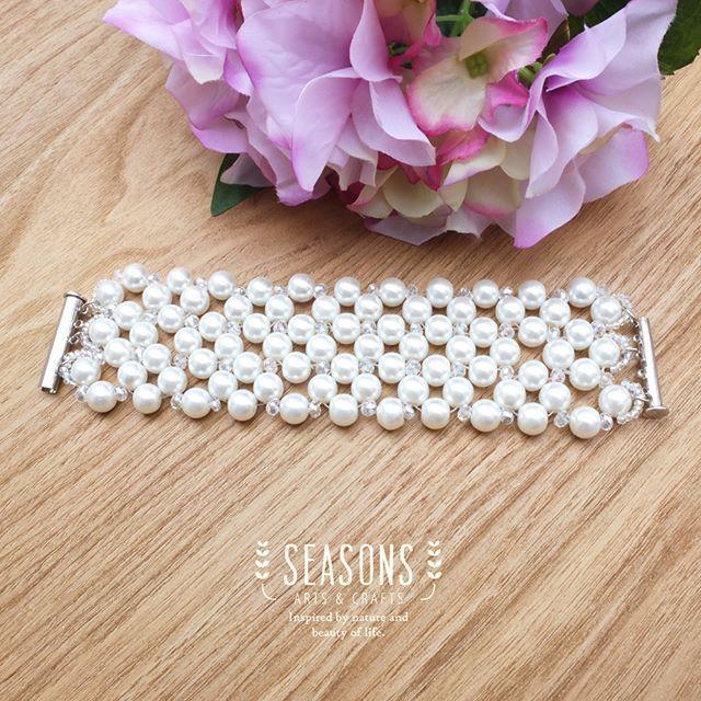 Pearl joint bracelet, the simpler the sophisticated. #beadsbracelet #handmadebracelet #crystalbracelet #jualgelangmote #jualgelangkristal #gelanghandmade