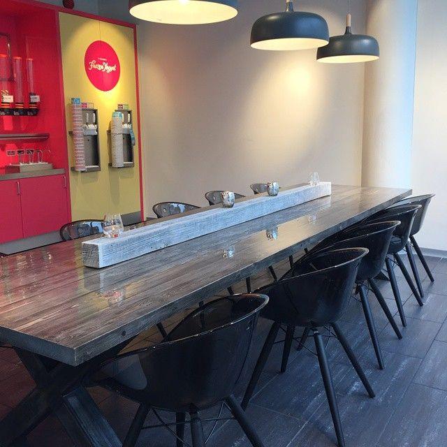 #prosjekt for #7-Eleven med både #1862 #spisebord  med #kryssben og #pedrali #stoler fra oss. www.drivved.no  #håndlagetavoss #barefordeg  #bærekraftig #allemål #industrielt #scandicool
