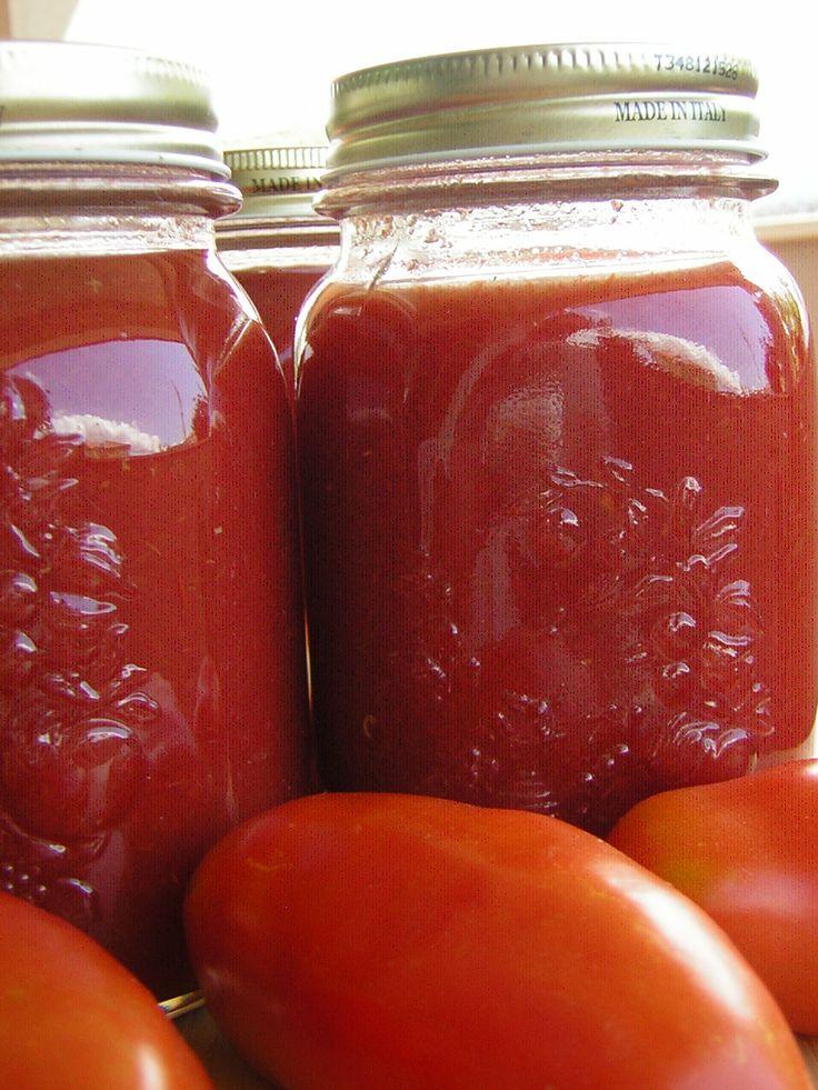 Come fare la passata di pomodoro da conservare? Ecco la ricetta collaudata e semplicissima con la quale da tantissimi anni a casa mia, nel mese di agosto,