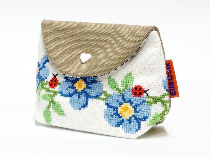 Embroidered Makeup bag van Ella since Osix op DaWanda.com