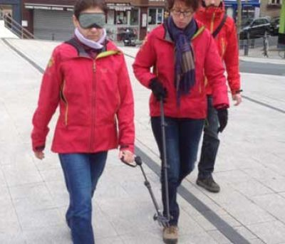 Dog lead that trains blind people to handle guide dogs