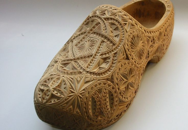 Bridal clogs. The groom used to carve bridal clogs for his bride. The carving consisted of magical knots or triple pretzels. The bridal clogs were only worn before and during the wedding. After the wedding they were displayed on a bench in front of the bed.