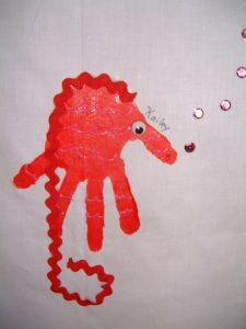 seahorse! So cute! I love the rick rack! #handprintcraft #seahorse #oceancrafts
