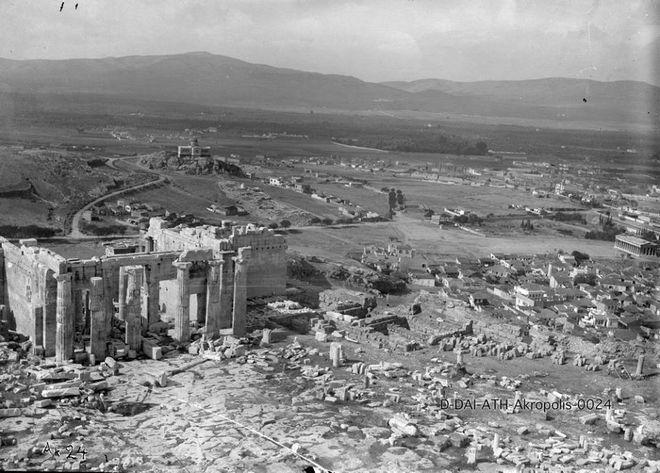 -Άποψη του Αστεροσκοπείου και τα Προπύλαια στην Ακρόπολη, ημερομηνία άγνωστη