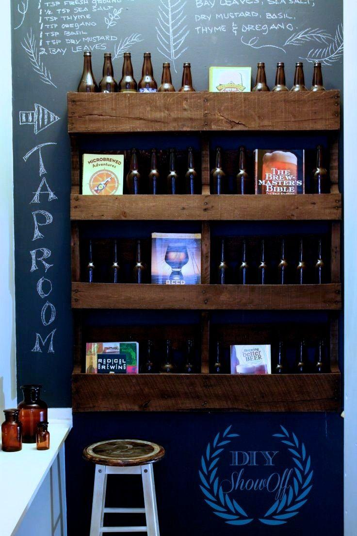 Pallemøbel til opbevaring af øl. Idé til hylder af paller til flasker og pynteting.