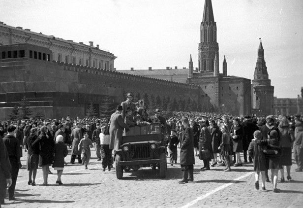 Cuando llegó la paz: así celebró Moscú su primer Día de la Victoria