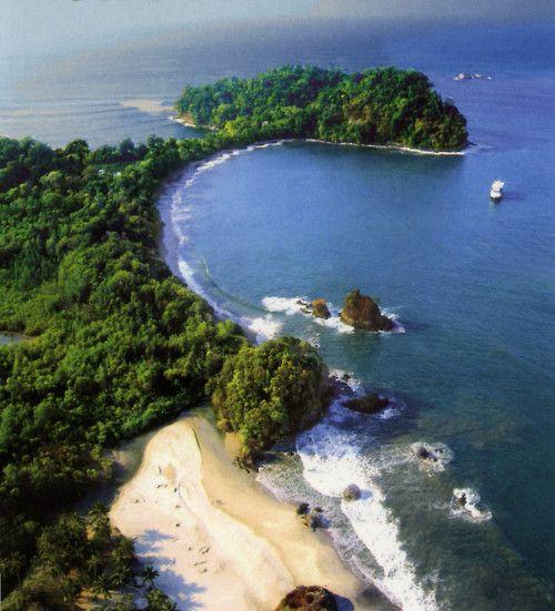 Es Manuel Antonio National Park. Está en Cantón de Aguirre, Puntarenas, Costa Rica. Se puede volar en un helicóptero.