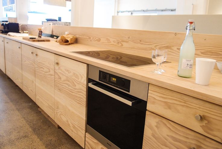 Natural wood kitchen in the kvadrat showroom in Pakhus48 in Copenhagen. Soft, natural, warm.