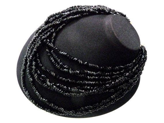 Lustrous Black Bead Necklace Authentic Retro Jewelry