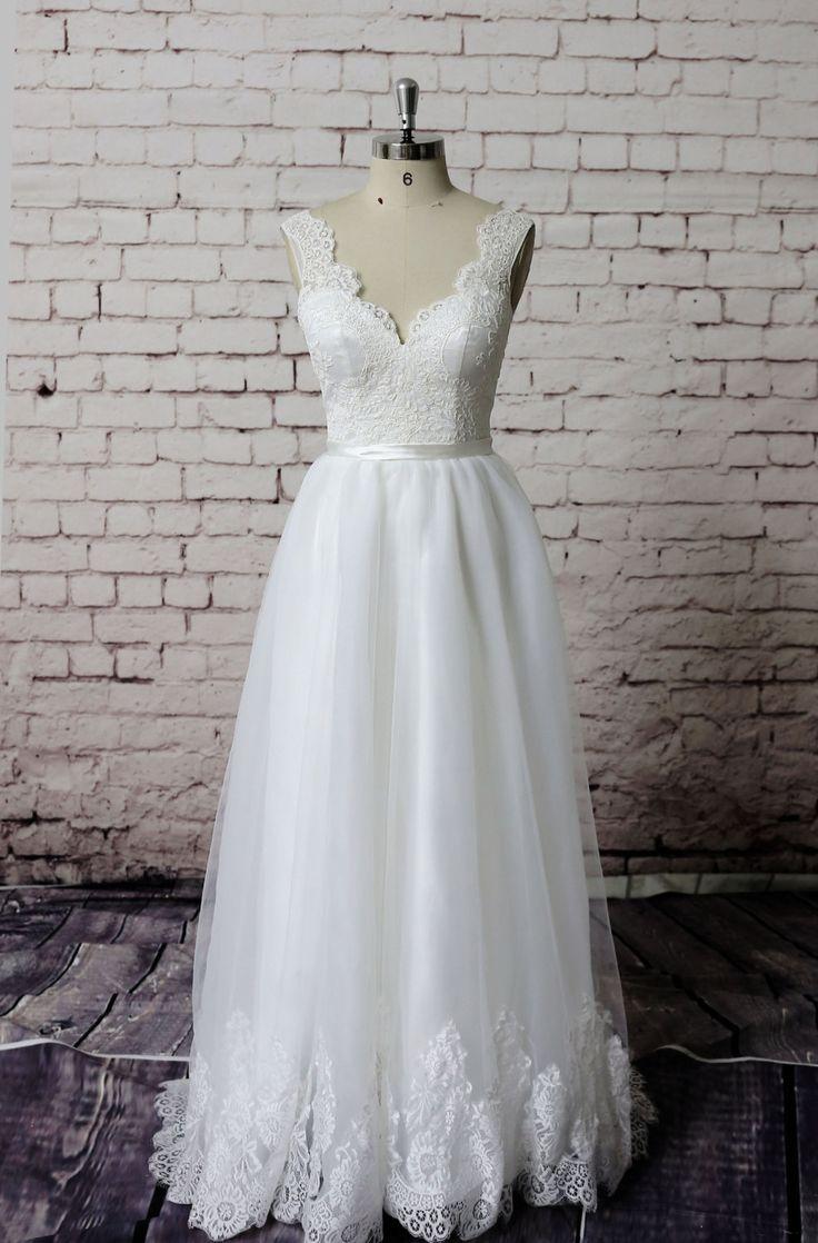 Magnifique robe de mariée de la dentelle, Dentelle bretelles robe de mariée, robe de mariée Ivoire Simple, robe de mariée a-line par LaceBridal sur Etsy https://www.etsy.com/fr/listing/216635075/magnifique-robe-de-mariee-de-la-dentelle