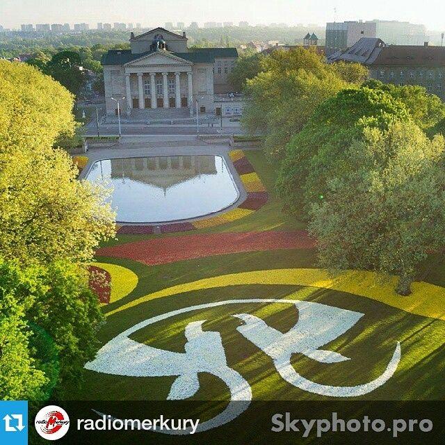 Piękny Poznań! Od @radiomerkury ・・・ #dziendobrypoznan #poznan #picoftheday #flowers #opera #skyphotopro
