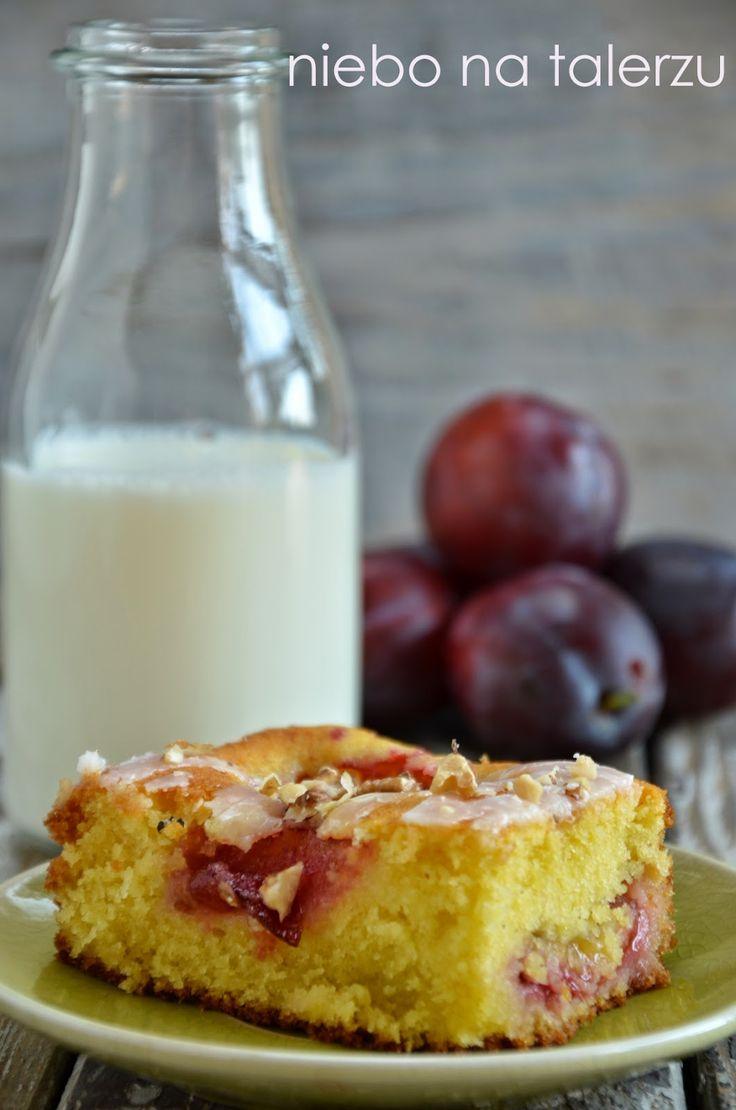niebo na talerzu: Puszyste ciasto ze śliwkami na maśle z mlekiem