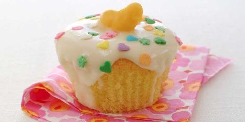 Bursdagsmuffins - Barn er glad i muffins, og ekstra godt blir det med glasur og masse fargerik pynt.