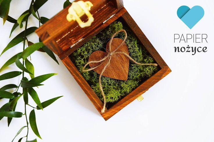 Wooden box z mchem bardzo Wam się spodobał, przedstawiam kolejne pudełeczko na obrączki w tym naturalnym stylu :) https://www.facebook.com/Papier.nozyce/?fref=ts i http://papier-nozyce.pl/pl/c/Pudelka-na-obraczki/14