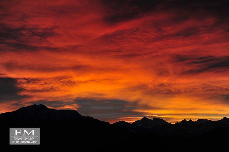 Tramonto a Verbania #tramonto #verbania #lagomaggiore #fotomaddalena #stefanomaddalena #fotografoverbania #rosso #red #sunshine #beautiful #work #photo #nikon #d700