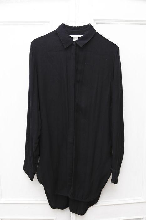 Lange Bluse von H&M in Gr. 36 in Schwarz-Blau. Die Bluse fällt super leicht und schön und hat an der Seite einen Schlitz, ...