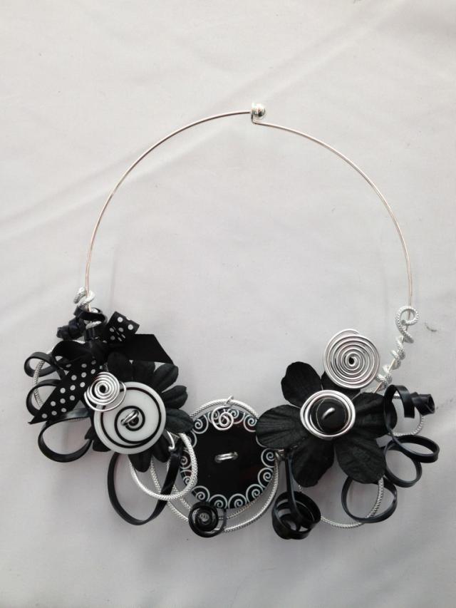 les 14 meilleures images du tableau collier fil de fer sur pinterest bijoux cr ation bijoux. Black Bedroom Furniture Sets. Home Design Ideas