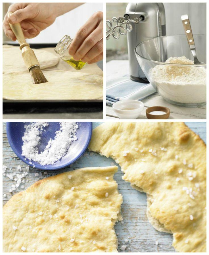 Der Teigfladen wird vor dem Backen mit Öl bestrichen und mit Meersalz bestreut: Dinkelfladen mit Meersalz | http://eatsmarter.de/rezepte/dinkelfladen