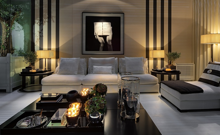 Living Room - Modern space - muted palette but the 4 stripes flanking the sofa are outstanding....who would have thought 4 lines could add the WOW.....love it!  Break some more rules, please.  (re-pinned photo from Casa dopassadico.com)