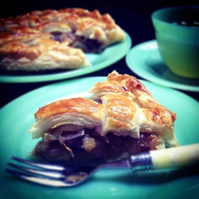 アップルパイにするには林檎があまりにも足りなすぎて、諦めればいいのに諦め切れなかったキモチのカタチ。 - 163件のもぐもぐ - 林檎と薩摩芋と餡子のパイ。 by noricooks