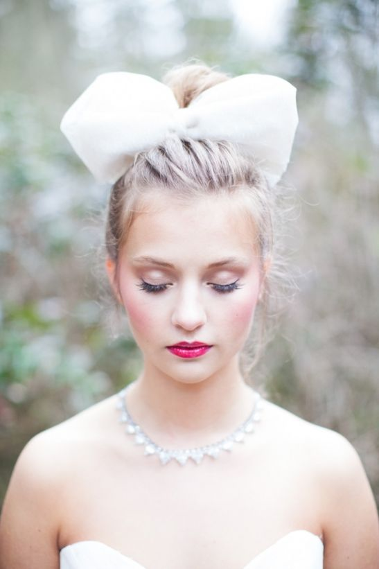 Oversized bow hair piece and pretty make up look. #bride #weddinghair #weddingchicks Make Up: Beth Level Artistry ---> http://www.weddingchicks.com/2014/05/01/alice-in-wonderland-wedding-ideas/