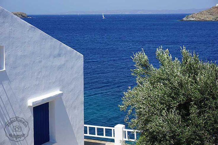 Ένας περίπατος δίπλα στην θάλασσα κρύβει φωτογραφικούς θησαυρούς, έλα μαζί μου να στους δείξω: http://www.eikoneskaipsithyroi.gr/2016/07/otzias-korissia-me-ta-podia.html