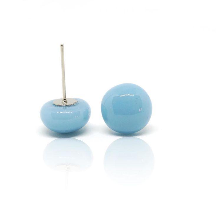 Simple #ootd #jewelrydesigner #fusingglass #jewerly #nyiriandrea #earrings #blue #fashionjewelry #jewelleryshop #