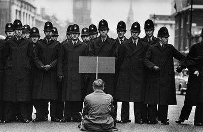 © Don McCullin - manifestation durant la crise des missiles à Cuba, Londres 1962