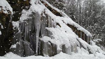Turun salju gerak..