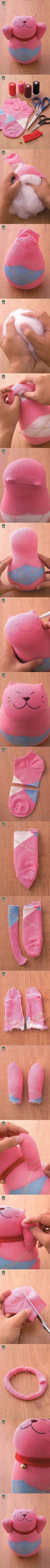 gato con calcetines