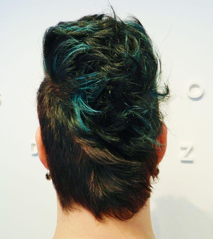 Turqoise short hair by Elles --> Salon du Trezo.
