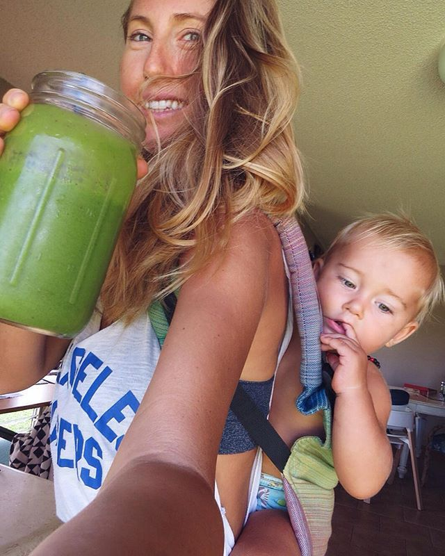 M U L T I T A S K I N G ⭐️ Steam mopping floors ✔️ Baby wearing Sandy ✔️ Green smoothie for mama fuel ✔️ (smoothie is local ripe spotty , a few medjool dates, 2 cups frozen organic mango from Costco!, barley grass juice powder + water blended smooth) #veganfamily