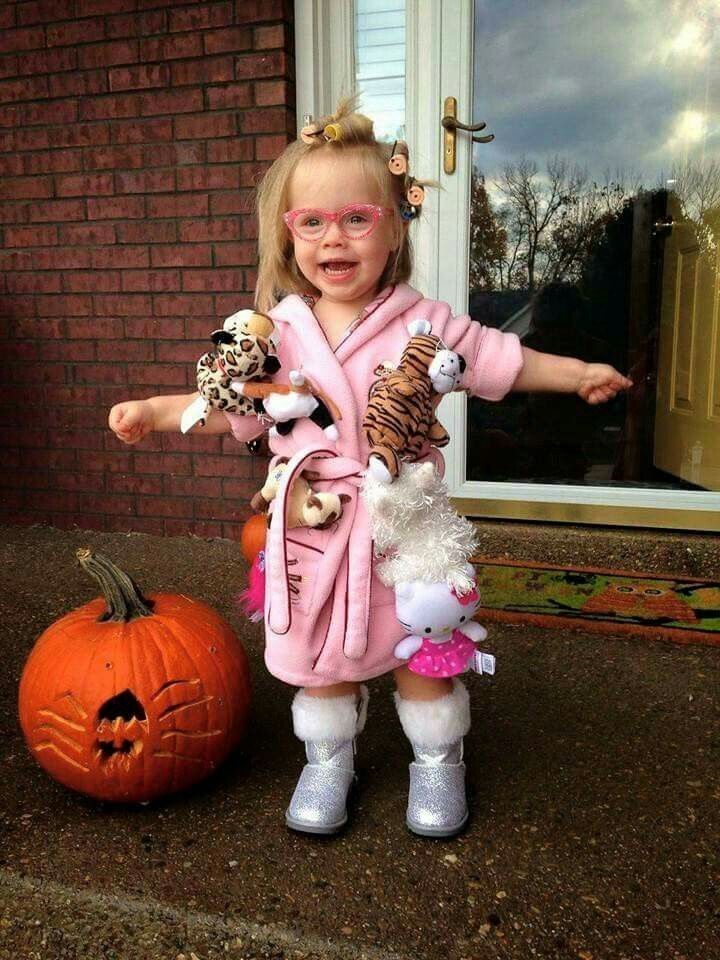 Crazy cat lady Halloween costume. Too funny!