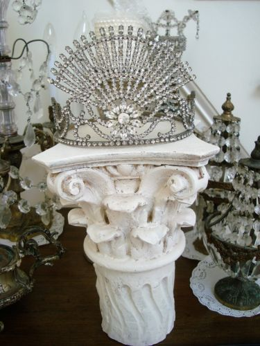 SHABBY-PAINTED-OLD-ARCHITECTURAL-SALVAGE-COLUMN-CAPITAL-DISPLAY-PIECE-AWESOME