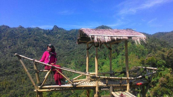 Rasa syukur adalah jendela bagi mata hatimu untuk melihat keindahan ciptaan Tuhan~  #nature#natureloves#sky#skylover#punthuksukmojoyo#magelangcity#exploremagelang#beautifulindonesia#landscape#photograph#photography#wonderfulplace#sunny#indonesiantraveler#noedit#nofilter#happy http://tipsrazzi.com/ipost/1508611111942057238/?code=BTvqdA3g20W