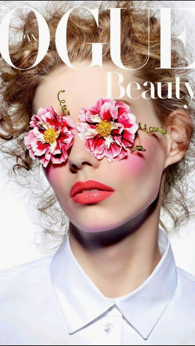 04dc45f2b31 Vogue March Japan 2015, kreativ omslagsbild med fokus på färg och skönhet  #skönhet #vogue #omslagsbild #magazinecover