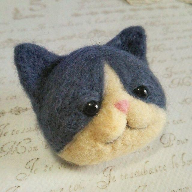 羊毛フェルト*猫のふっくらブローチ