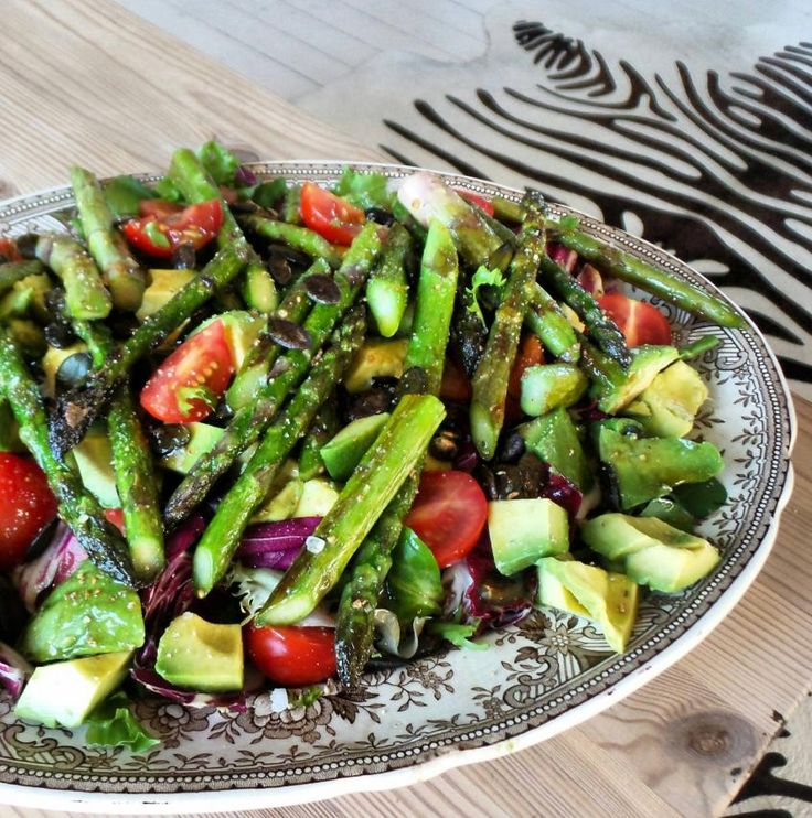 Asparagus, mixed greens, avocado, roasted pumpkin seeds, tomato with olive oil, balsamic and honey vinegrette