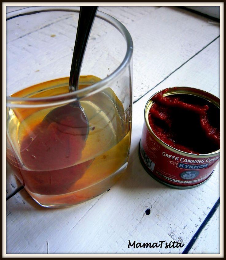 Αραιώστε τον πελτέ ντομάτας σ΄ ένα ποτήρι κρασί, αντί για νερό. Τα κοκκινιστά σας θα πάρουν έτσι μια πιο... κρασάτη γεύση. Dilute the tomato paste in a glass of wine instead of water. Your sauce wi...