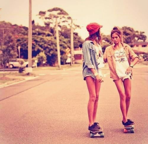 I wanna be a skater girl just so I can meet those cute skater boys lol