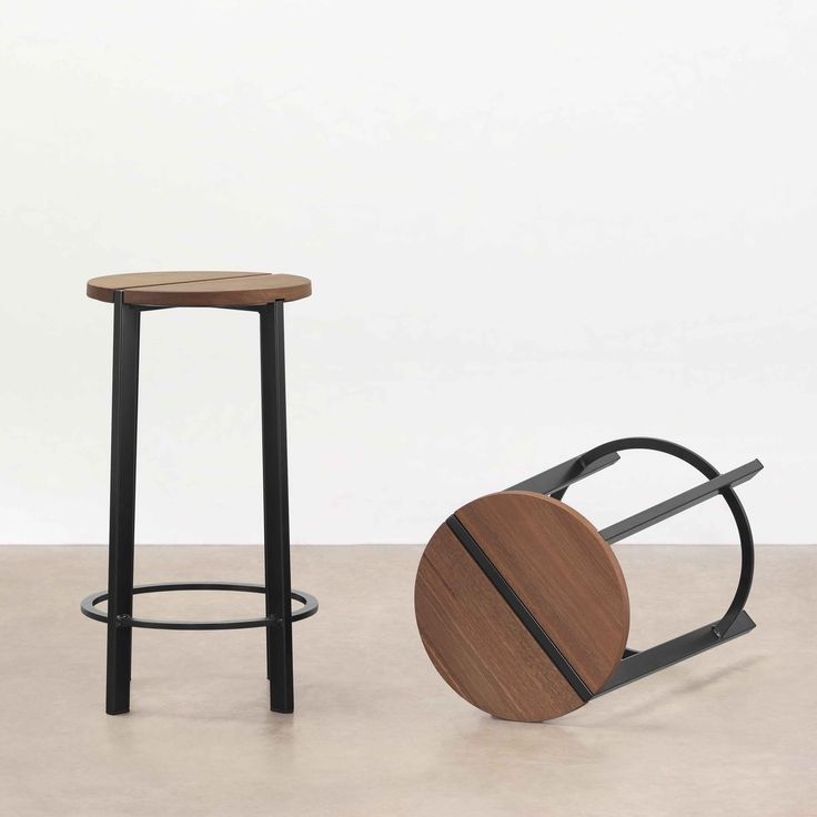 Stripe Stool  This funky stool enjoys indoor and outdoor environments. Applications range from commercial and hospitality through to residential. Stripe is offered in three heights, 475mm, 650mm and 750mm (higher version includes foot rest) to suit dining and bar heights.