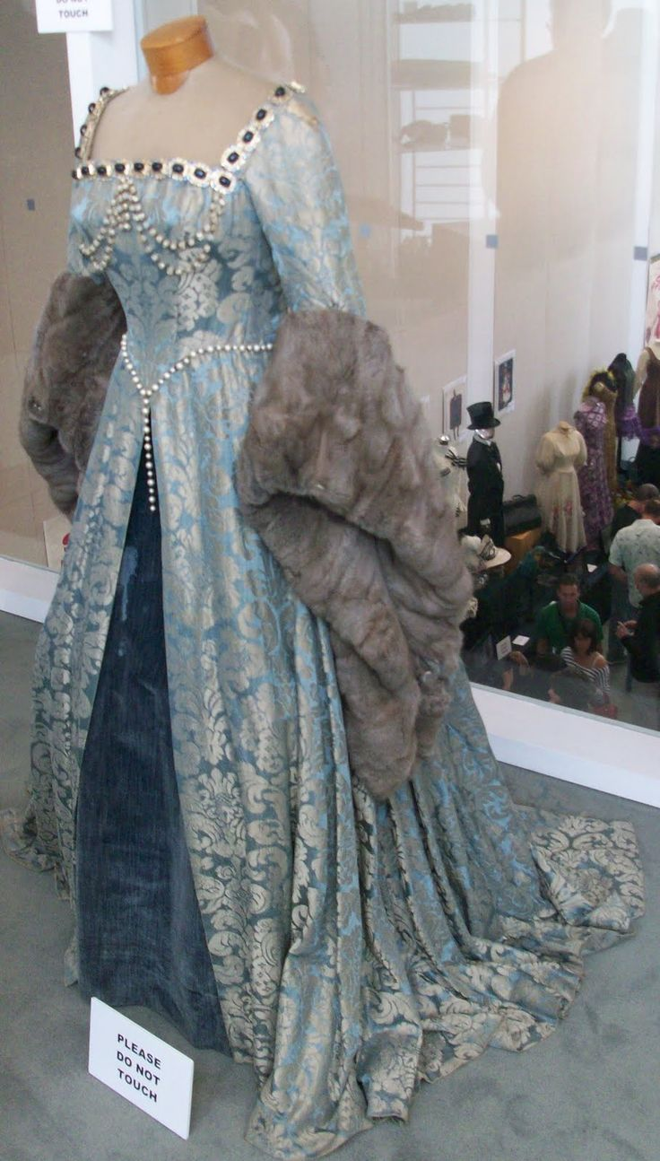 Catherine Parr's Blue Gown (Young Bess, 1953) - If I'd had money in the Middle Ages, this would have been my style!