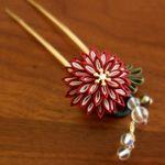 薫るつまみ細工のかんざし「月咲花」 真紅 和 簪 髪飾り